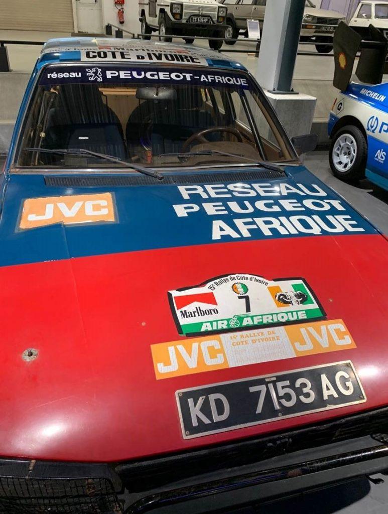 Ancienne voiture de rallye Peugeot