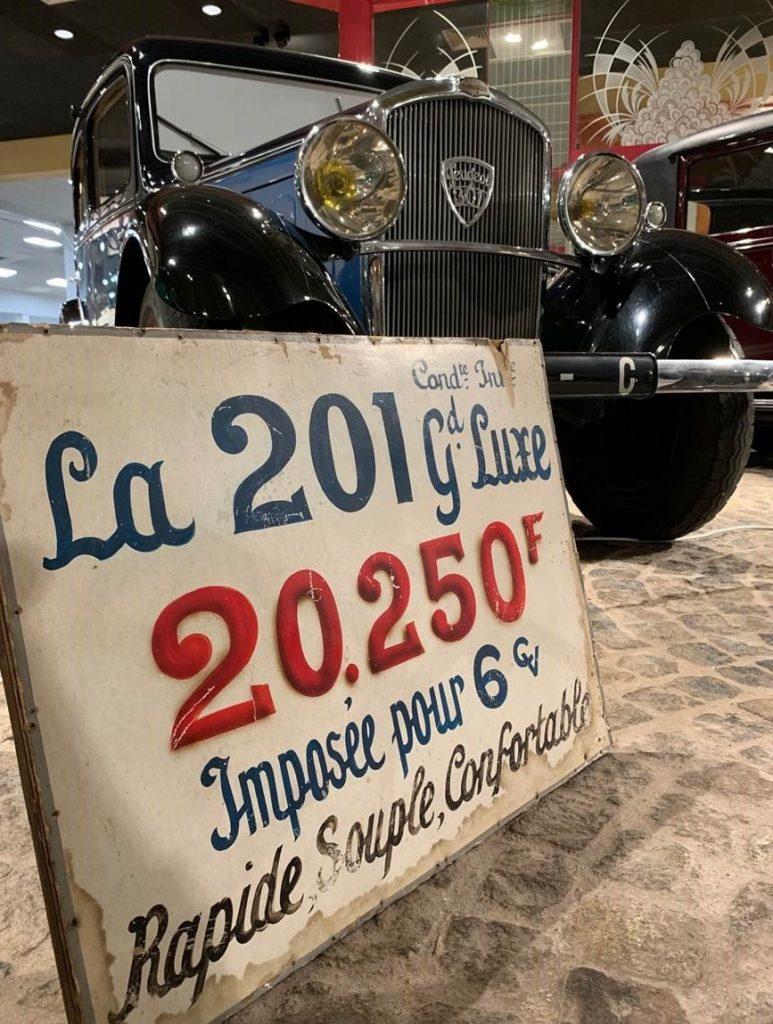 Peugeot 301 et plaque Peugeot 201 au Musée de l'Aventure Peugeot
