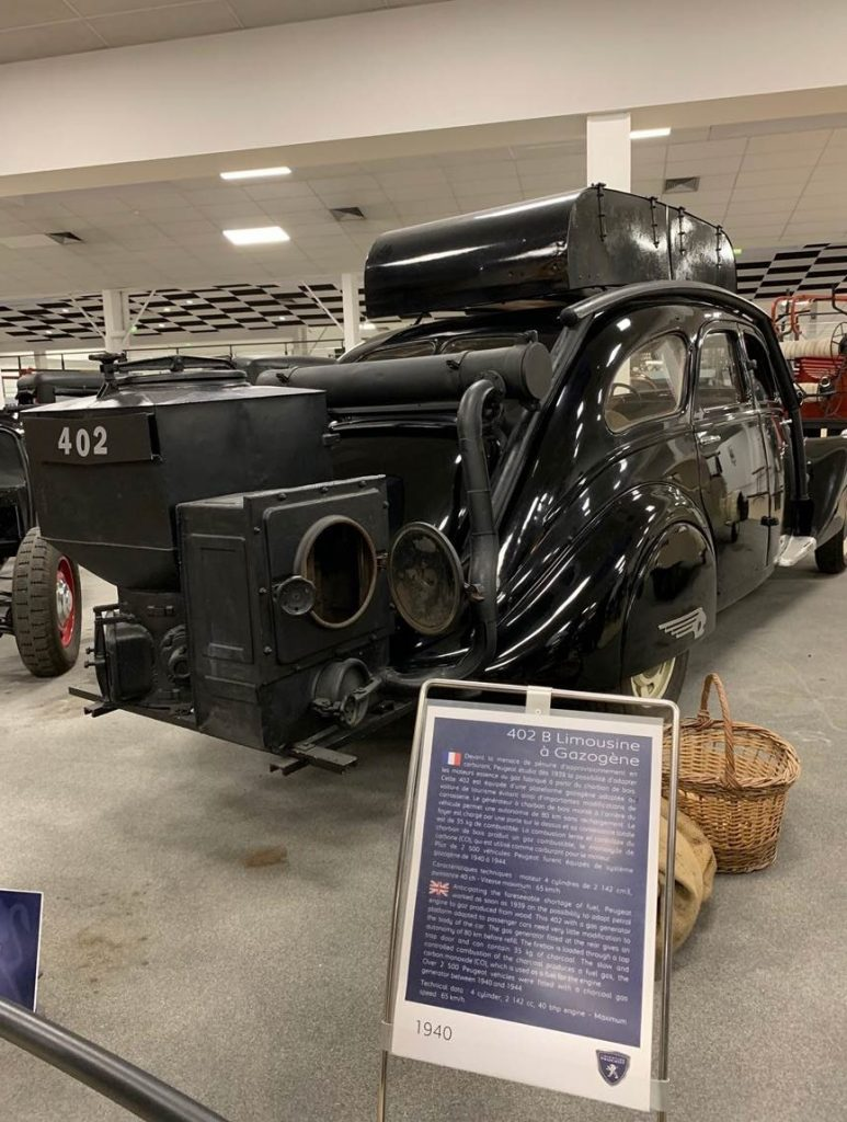 Peugeot 402 B Limousine au Musée de l'Aventure Peugeot