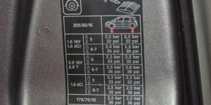 Etiquette montant de portière de voiture