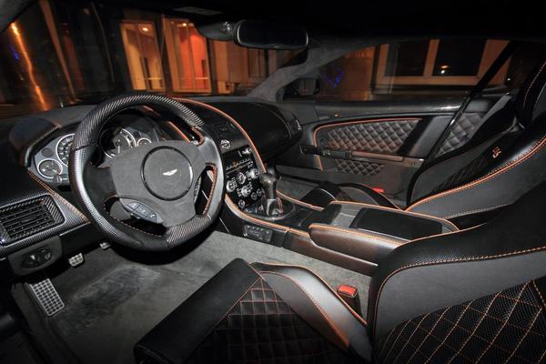 Anderson Germany préparation d'une Aston Martin DBS, vue intérieure
