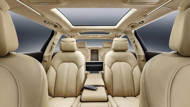 Intérieur de la limousine Audi A8 extended