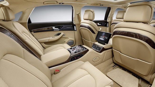 Intérieur de la luxueuse limousine Audi A8 extended