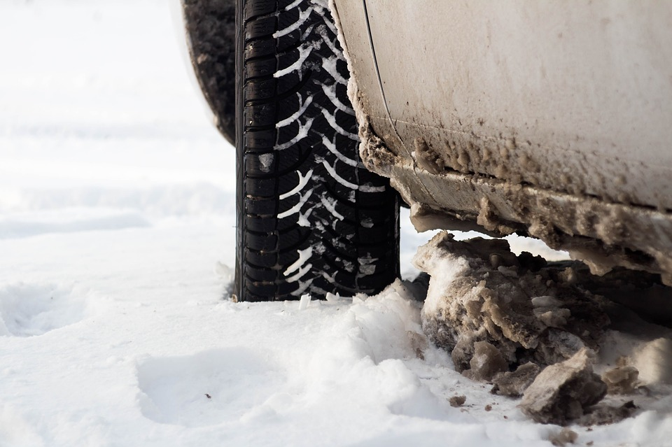 mettre les 4 pneus neiges en hiver