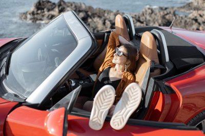 Les accessoires indispensables pour voyager en voiture l'été